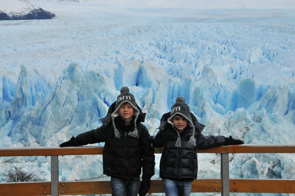 Família Grow2live na geleira de Perito Moreno na Patagônia Argentina