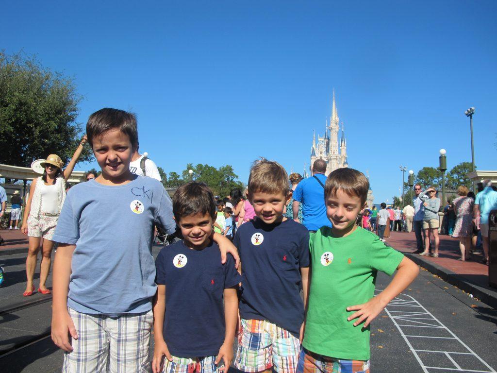Rafa, Matheus, Gabriel e Pedro na Disney em 2011