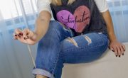 Look do dia: jeans, camiseta e sneaker